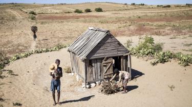 I kølvandet på hvad FN kalder den værste tørke i 35 år i det sydlige Afrika, får 13,8 millioner mennesker brug for humanitær hjælp i løbet af de næste tre måneder. Det viser den seneste rapport fra FN's kontor for koordinering af humanitære anliggender. Blandt de værst ramte lande i det sydlige Afrika er øen Madagaskar, hvor 330.000 mennesker ifølge FN er på grænsen til hungersnød.