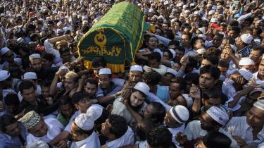 Titusinder deltog i U Ko Nis begravelse. Mordet på den muslimske rådgiver for regeringsleder Aung San Suu Kyi og fortaler for fredelig religiøs sameksistens kan ifølge en ekspert blive vendepunktet, der får befolkningen i det fortrinsvis buddhistiske Myanmar til at vende sig mod undertrykkelsen af det muslimske mindretal.