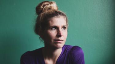 'Selma Rosenfeldt-Olsen skriver ukompliceret og indsigtsfuldt, med en meget fin balance mellem det næsten platte, det rørende, det sørgmodige og det eftertænksomme,' skriver Informations anmelder.