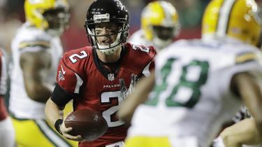 Atlanta Falcons' Matt Ryan løber efter et touchdown under NFL-opgøret sidste weekend mod Green Bay Packers i Atlanta.
