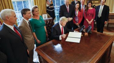 Den nye amerikanske præsident omgiver sig med folk, der har skabt sig en karriere i den selskabsfinansierede misinformationsindustri