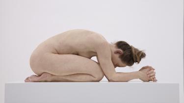 Uden titel (Knælende kvinde), 2015 af Sam Jink, Sullivan+Strumpf, Sydney. Værket er en del af udstilling 'GYS! Er den levende' som i øjeblikket bliver vist på Arken Museum for Moderne Kunst.