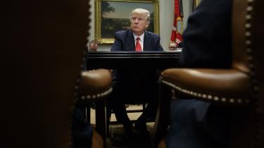 Amerika er nu slået ind på et omfattende natureksperiment, hvis slutudfald vil vise, om vi er en nation af love eller en nation af mænd, skriver Fukuyama som reaktion på Trumps udfordring af det amerikanske system.