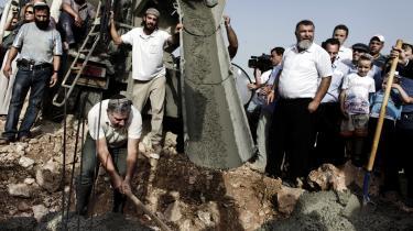 Bosættere i bosættelsen Kiryat Nefatim på Vestbredden i gang med at bygge en børnehave. Den såkaldte to-stats-løsning i den israelsk-palæstinensiske konflikt har i praksis været en død sild i de sidste 10 år.