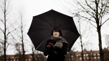 Maja Lee Langvads 'Dage med galopperende hjertebanken' er blevet til i et skriveanfald over fem uger og er det direkte resultat af den depression og stresssygdom, som fortælleren – og forfatteren – blev ramt af efter udgivelsen af den konceptuelle og dybt personlige bog 'HUN ER VRED' fra 2014 og medieopmærksomheden, som fulgte efter.