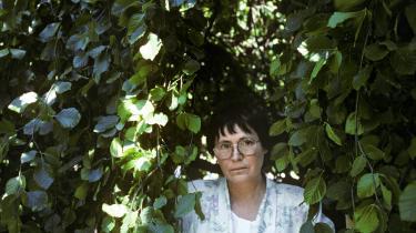 Hjemløshed, eksil og fremmedgørelse er de store temaer i Agota Kristofs forunderlige lille roman 'Det store stilehæfte', der har været helt uopdrivelig på dansk i mange år, men nu omsider er tilgængelig i en helt ny udgave sammen med hendes to opfølgende romaner