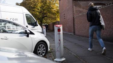 For 2016 var forventningen 1.800 nyregistreringeraf elbiler, men det reelle tal var ifølge Lærke Flader, branchechef for Dansk Elbil Alliance, kun knap 1.300. For 2017 ser det umiddelbart værre ud: Forventningen er 3.100 solgte biler, men foreløbig er der kun solgt 14