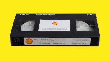 Hidtil fortrolige Shell-dokumenter og en for længst glemt film fortæller om et olieselskab i splid med sig selv: Shell erkender, at dets produkt skader klimaet, men fortsætter med at udvinde olie og gas og arbejde mod skrappe klimakrav