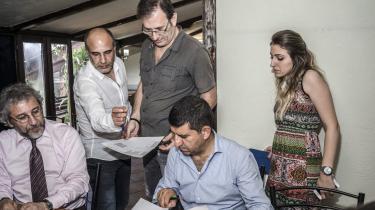 Can Dundar (tv.), er nuværende chefredaktør for Cumhuriyet. Hans og Erdem Güls sag kommer for retten i dag i Tyrkiet.