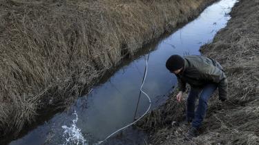 Danmark får svært ved at indfri sine forpligtigelser over for EU om renere grundvand og havmiljø. Årsagen er landbrugspakkens manglende regulering af brugen af kvælstof, konkluderer Det Miljøøkonomiske Råd. Vås, siger Venstre