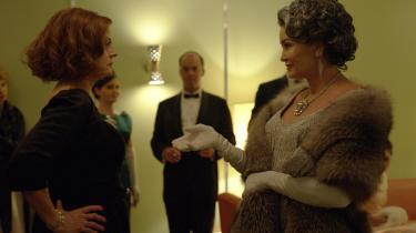 Bette Davis (Susan Sarandon) og Joan Crawford (Jessica Lange) duellerer i Ryan Murphys nye tv-serie, 'Feud'. Foto: Fox/HBO Nordic