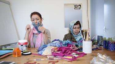 Ahlem Kareshma kom til Holland fra Tunesien for 16 år siden. Hun oplever ingen spændinger mellem befolkningsgrupperne i Almere, og peger på, at der hverken er mere kriminalitet eller uro end andre steder. Hun er sygemeldt og kommer ofte i beboerhuset, der drives af organisationen Inspiratie Inc.