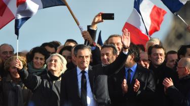François Fillon rammes på flere måder af sit eget stærkeste våben. Han spillede den stabile, troværdige politiker, en traditionel familiefar med rene hænder, som forsvarede gode gamle konservative værdier. Han angreb andre for at være korrupte og lovede at trække sig, hvis han selv stod anklaget. Nu falder Fillon fra den piedestal, han selv har sat sig op på.