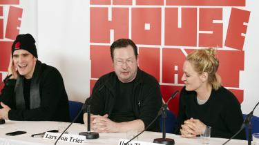 Lars von Trier flankeret af skuespillerne Matt Dillon og Uma Thurman, der spiller to af hovedrollerne i den danske instruktørs nye film, seriemorderdramaet 'The House That Jack Built'