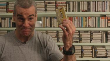 'Cassette: A Documentary Mixtape'er en kærlighedserklæring til et musikmedie, hvis kulturhistoriske betydning er til at få øje på. Hiphop og punk spredtes gennem kassettebånd, og der er nostalgiske lys i øjnene på de medvirkende, der tæller Run DMC, Thurston Moore, Henry Rollins og Daniel Johnston.