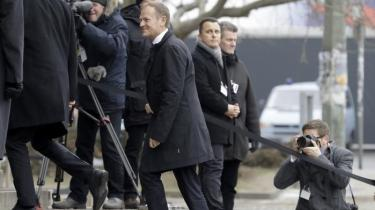 Kun ét land forsøgte at kuppe genvalget af polske Donald Tusk som EU-præsident – hans eget. Fadæsen bekræfter Polen som EU's nye uregerlige problembarn. Opgøret tegner samtidig billedet af et land mere splittet end nogensinde før
