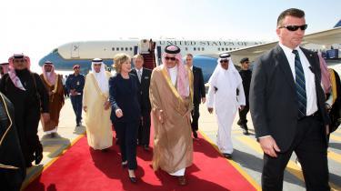 Daværende udenrigsminister Hillary Clinton på besøg i Saudi Arabien i 2010. Det var også dette år, at hun holdt sin tale om internettet som kampvåben for demokrati og frihed.