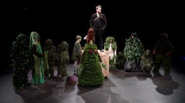 Imponerende iscenesættelse af Niels Klims underjordiske rejse på Vendsyssel Teater. Foto: Benny Rytter