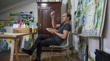 Morten Ramslands formsikre middelalderroman giver glosen 'æggehoved' ny og positiv betydning