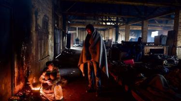 'Det er komplet urealistisk at genbosætte de millioner af mennesker, der globalt forfølges pga. deres religion eller etnicitet, i Vesten,' skriver dagens kronikør. Her et foto af flygtninge, der er nået til Beograd.