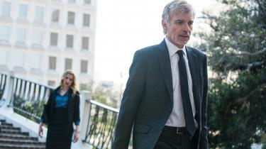 Billy McBride (Billy Bob Thornton) går i kødet på våbenindustrien og et stort, magtfuldt advokatfirma i tv-serien 'Goliath'.