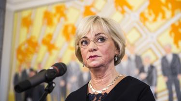 Folketingets formand, Pia Kjærsgaard, freder nu tingets økonomer, de såkaldte økonomiske konsulenter, som borgerlig-liberale politikere og debattører ellers kræver afskaffet: »Jeg kan kun sige, at der er stor tilfredshed med de økonomiske konsulenter, og det mener jeg gælder bredt i Folketinget,« siger hun