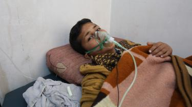 Den 9-årige dreng Hassan Dallal overlevede gasangrebet i Idlib og bliver her behandlet på et hospital. Billederne af de dræbte og sårede børn har berørt Donald Trump så meget, at hans »holdning til Syrien og Assad har ændret sig meget«, siger han.