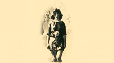 Fra crop top til ankellang underkjole. Gennem tiderne har Egtvedpigens tøj ændret sig flere gange i de videnskabelige rekonstruktioner. For også i arkæologien er kvindens krop til konstant forhandling, siger to af Nationalmuseets eksperter i bronzealderen.