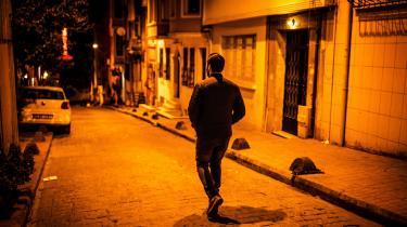 Mænd, der som Abu Hamza lever af at smugle flygtninge fra Tyrkiet til Europa, løber disse dage ingen risiko. Erdogan har med aftalen med EU strammet grebet og gjort det markant mere risikabelt for smuglerne at praktisere.