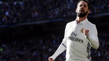 Hvem ved? Måske havner Real Madrids Isco i Barcelona som Iniestas naturlige efterfølger. Vi taler trods alt om klodens to bedste fodboldklubber, hvis midtbaneguder er aldrende.