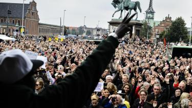 'Refugees Welcome' demonstration foran Christiansborg i september 2015, kort før at Folketinget vedtog den stramning, der betyder, atflygtninge skal vente tre år med at søge familiesammenføring. (Arkivfoto)