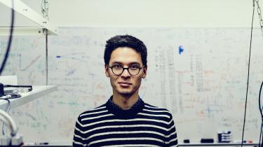 Ph.d. Cup-finalist Bjarke Takashi Røjle Christensen forsker i tid og atomure.