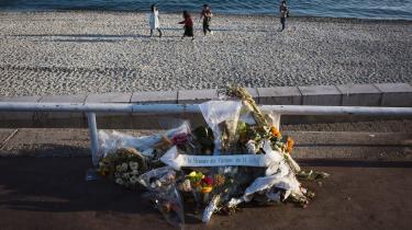 Sidste år blev Nice ramt af et terrorangreb og af en ophedet debat om muslimsk badetøj. Frankrigs muslimer betaler prisen for den terror, der har ramt landet, mener byens muslimske befolkning