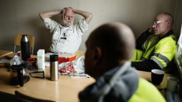 »Uden samhørighed, ingen strejker. Uden strejker, ingen sejre, siger Morten Krogh Pedersen, der ligesom alle sine kolleger i skurvognen på Amager stemte nej til forslag til ny overenskomst.