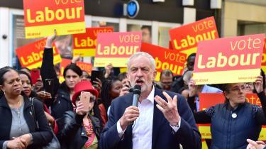 Jeremy Corbyns parti kan afværge et katastrofevalg, hvis det kan mobilisere sin enorme hær af græsrødder