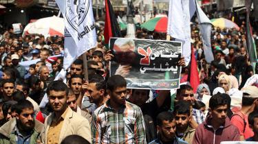 De seneste år har Hamas været isoleret i det overbefolkede og ludfattige Gaza. Her en demonstration i Gaza mod selvstyrepræsident Abbas.