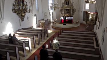 'Jeg siger ikke, at alting er godt – og vi skal ud over stepperne – men en stor del af den danske befolkning holder fast i folkekirken, og det er faktisk et lille mirakel,' siger Christian Langballe (DF).