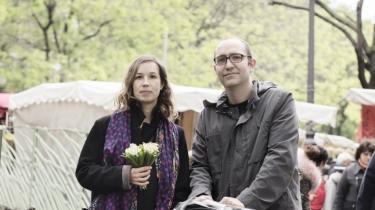 'Frankrig skal forblive et land, som er åbent og tager imod fremmede,' siger Julie, 35 år og skolelærer, som i søndags var på markedet med sin mand og sin lille pige.