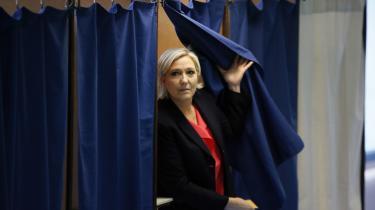 Marine Le Pen afgiver sin stemme tilpræsidentvalget.