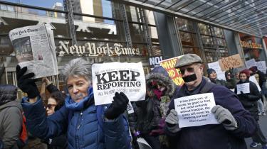 Amerikanerne har hundreder af nyhedsmedier at vælge imellem, og de vælger i stigende grad medier, som de er enige med. Flere undersøgelser viser, at tilliden til mange af dem – inklusive fyrtårne som The New York Times – ikke er, hvad den har været.