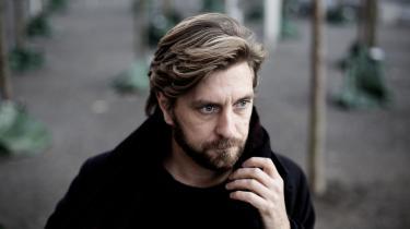 Svenske Ruben Östlund har vundet årets guldpalme ved filmfestivalen i Cannes med sin film 'The Square', der vittigt og næsten sociologisk udforsker sociale konstruktioner og kontrakter, anstændig opførsel, politisk korrekthed og kønsroller.