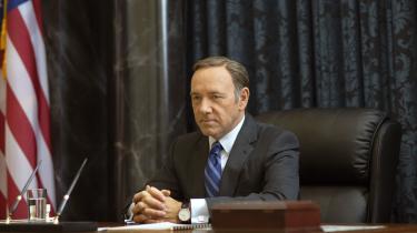Siden House of Cards havde premiere i 2013 har fans og politisk interesserede diskuteret, om Underwood og hans metoder afspejler virkelighedens politiske spil i USA.