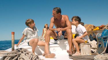 Lambert Wilson er en karismatisk Cousteau, som sikkert charmer verden, mens han selvoptaget glemmer sine nærmeste.