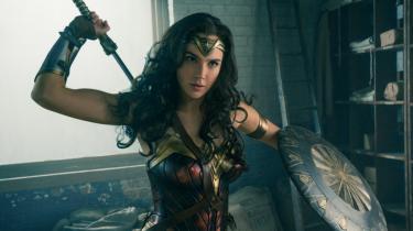 I 2017-filmudgaven af Wonder Woman er feminismen simpel. Heltinden smadrer bare al modstand med sine superkræfter