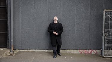 Jonas T. Bengtssons nye romaner afmålt: Prosaen er kontrolleret og kontant, historien tæller få personer, handlingen løber i en én retning uden slinger.