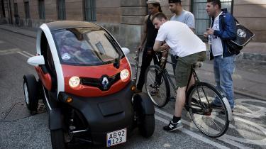 Klimarådet foreslår, at Folketinget gør meget mere for at få el ind i transporten – især i form af elbiler. Her den ultrakomptakte elbil Renault Twizy.