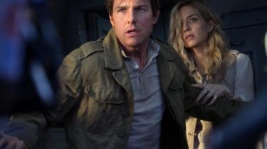 Tom Cruise og Annabelle Wallis bekæmper sure mumier og andet skidt i Alex Kurtzmans 'The Mummy'. Foto: Universal Pictures