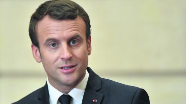 Emmanuel Macron står til en totalsejr efter Frankrigs anden valgrunde af parlamentsvalget søndag.