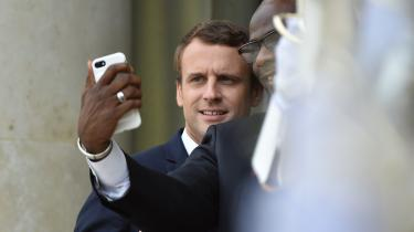 Emmanuel Macron poserer sammenmed Elfenbenskystens præsidentAlassane Ouattara.