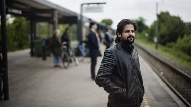 I dag bor syriske Depp Mattock i Danmark. Men den 21. august 2013 var han vidne til giftangrebet i Ghouta. Angrebet fik Syrien på dagsordenen, USA forberedte en intervention og det forandrede radikalt Depp Mattocks liv. Han genfortæller nu det dramatiske døgn i den syriske krig.